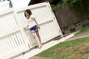 Crooked play with a neighbour leaves Yui Komine with a stretched cunt