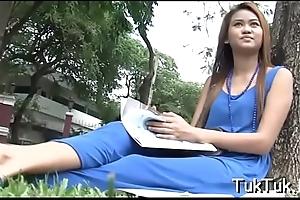 Thai bitch enjoys a sexy cunni
